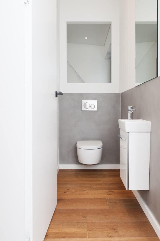 TollToll_Toilette_Badsanierung_Boden_Holz_Stein.jpg
