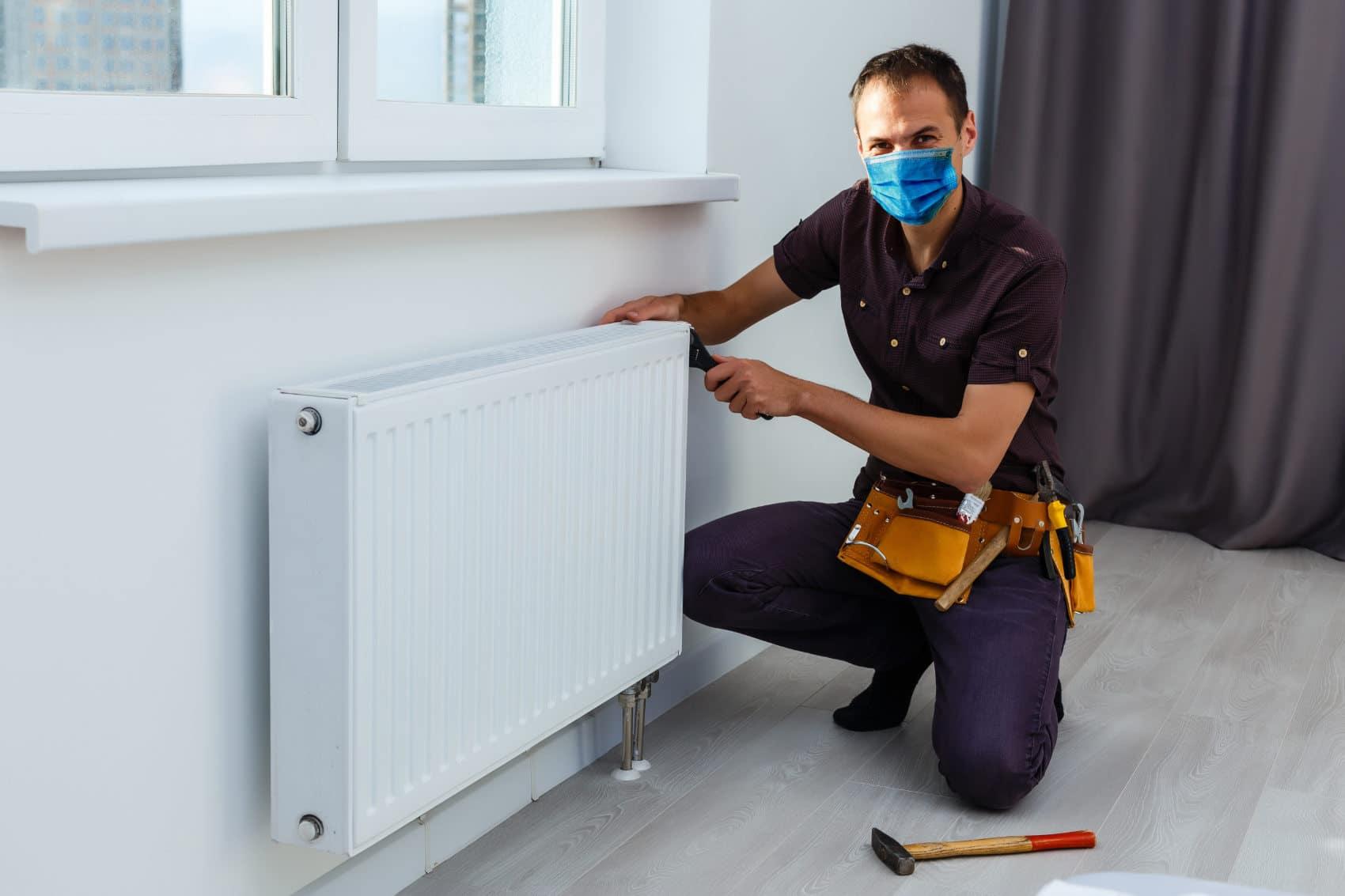 Unser Mitarbeiter sanieren Ihre Räume mit Hygieneschutz