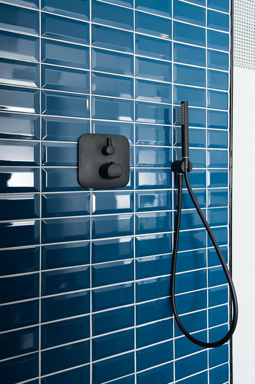 Badezimmerfließen Einfamilienhaus naehe Schlachtensee Duschecke