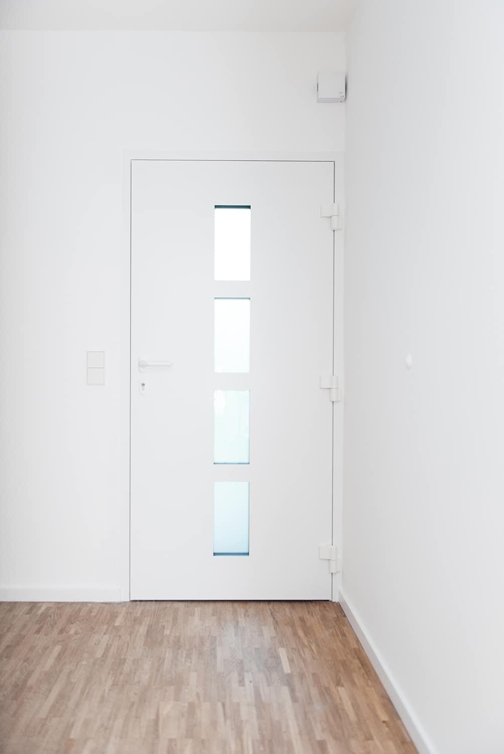 geschlossene Eingangstuere Einfamilienhaus