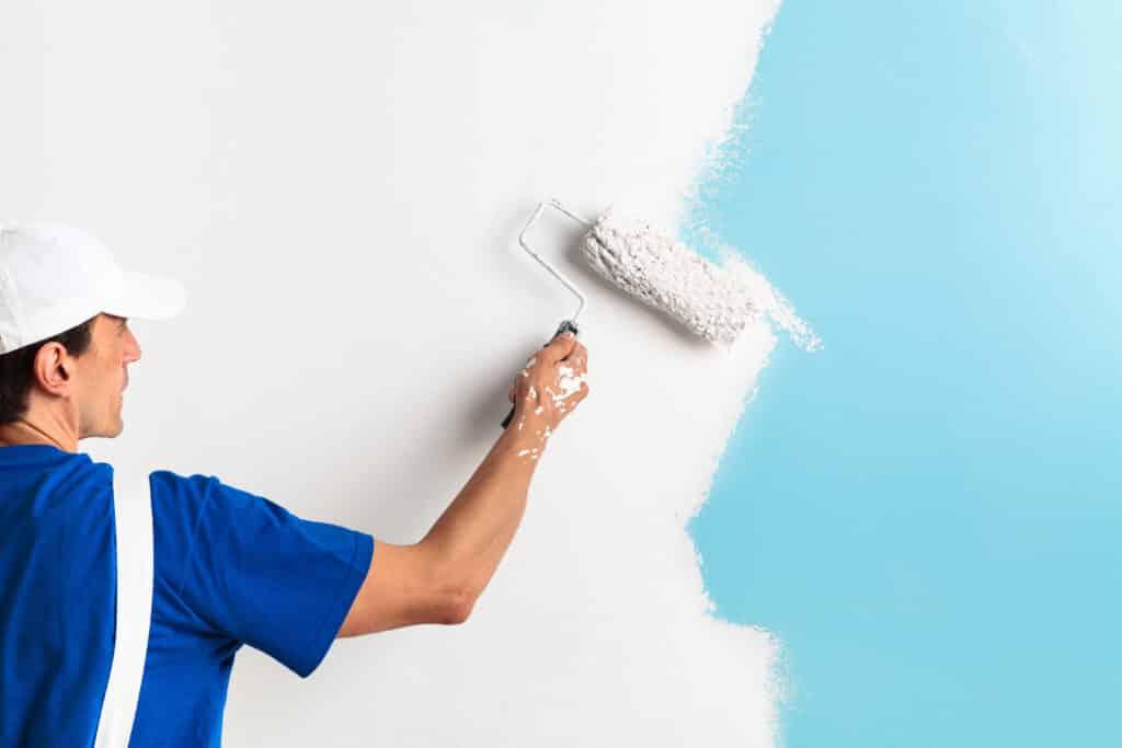 Nur beste Farben und lacke werden für die Wohnungssanierung verwendet