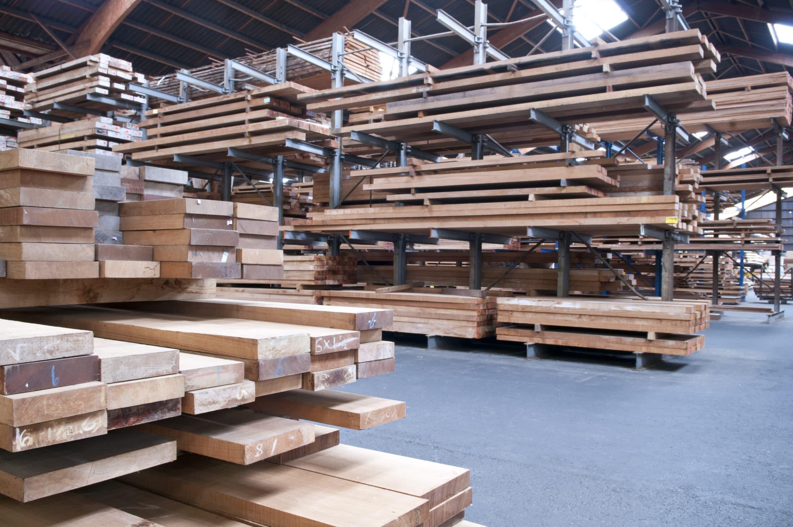 Bei Wohnungssanierung wird häufig auch Holz verwendet