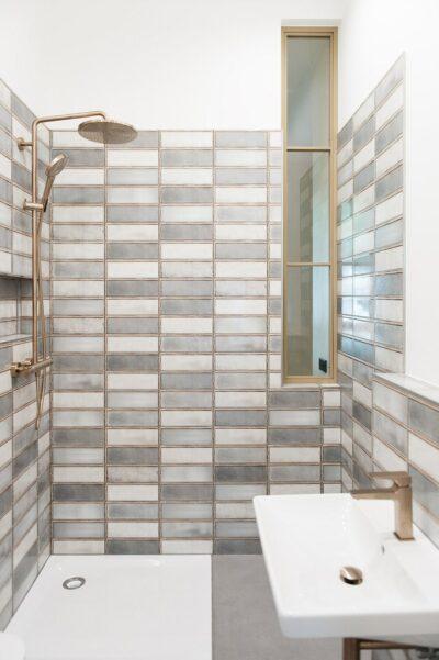 Zu einer altbausanierung gehört häufig auch ein überarbeitung des badezimmers